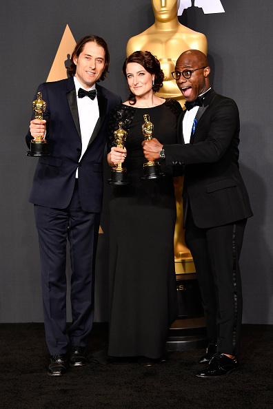 Best Screenplay Award「89th Annual Academy Awards - Press Room」:写真・画像(16)[壁紙.com]