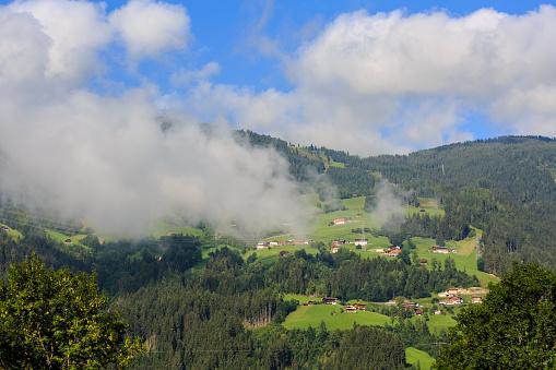 北チロル「Clouds over the Zillertal hills, Austria」:スマホ壁紙(15)