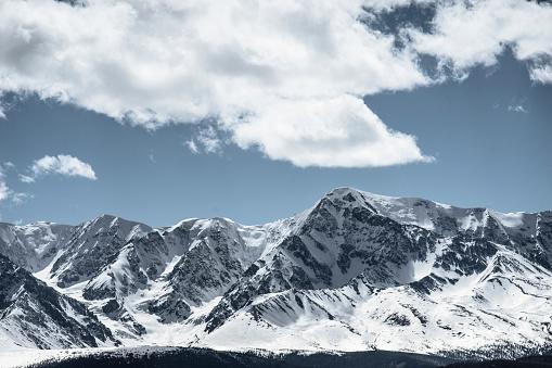 冠雪「Clouds over snow covered mountains」:スマホ壁紙(19)
