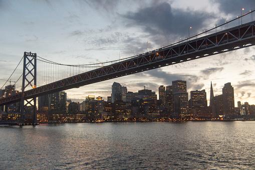 南北アメリカ「Clouds over urban bridge at waterfront」:スマホ壁紙(18)
