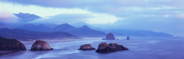 Ecola State Park「Clouds over coastal rocks and mountains」:スマホ壁紙(9)