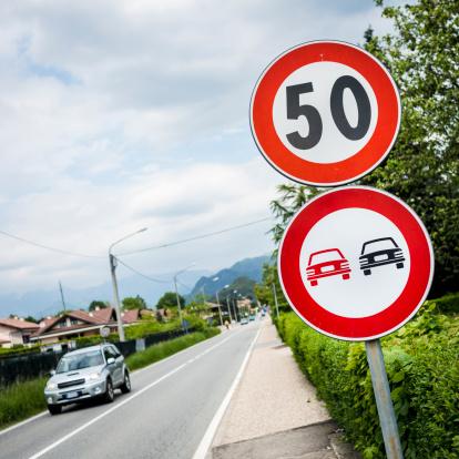 Overtaking「Speed limit 50 and  no overtaking italian roadsign」:スマホ壁紙(11)