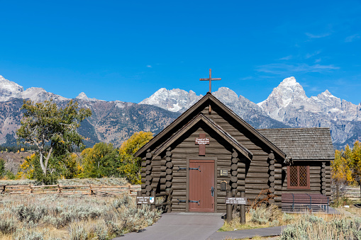 Grand Teton「USA, Wyoming, Rocky Mountains, Grand Teton National Park, Cathedral Group and Chapel of the Transfiguration Episcopal」:スマホ壁紙(19)