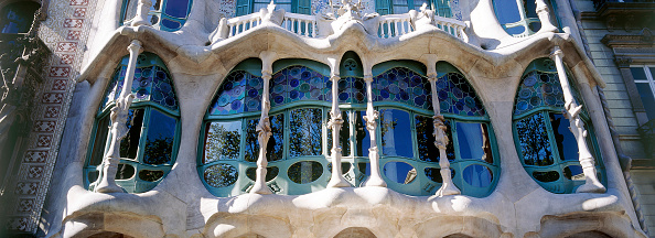Apartment「Facade detail of Casa Batllo apartment building, designed by Antoni Gaudi Barcelona, Catalunya, Spain」:写真・画像(5)[壁紙.com]