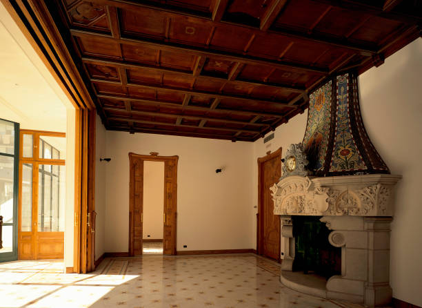 View of a fireplace in a hall:ニュース(壁紙.com)