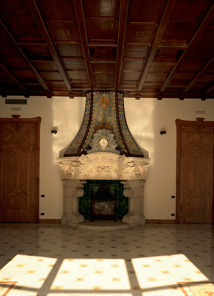 Tiled Floor「View of a fireplace in a hall」:写真・画像(7)[壁紙.com]