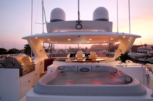 Helm「flybridge deck luxury motor yacht」:スマホ壁紙(7)