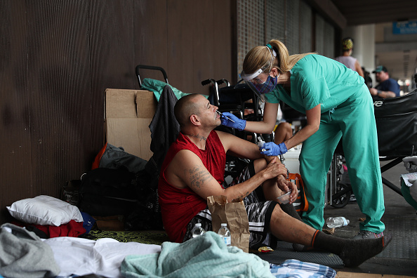 Homelessness「Outreach Group Works To Aid Homeless During Coronavirus Pandemic」:写真・画像(19)[壁紙.com]