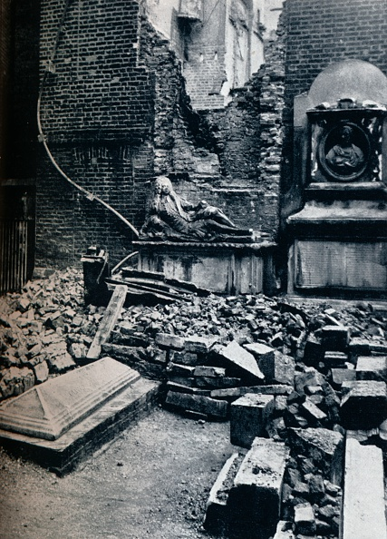 Brick Wall「Master'S House: With Tombstone In Commemoration To Oliver Goldsmith, 1941'.」:写真・画像(3)[壁紙.com]