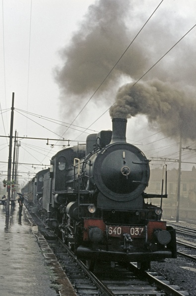 Wet「A pair of Italian Railways 640 Class 2-6-0's working under the electrification catenary at the head of an Alessandrie - Bra passenger train on a wet Sunday 3rd September 1972.」:写真・画像(6)[壁紙.com]