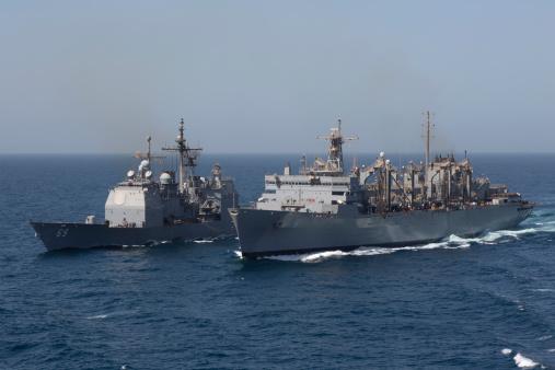 アラビア海「USS Vicksburg and USS Supply during a replenishment at sea.」:スマホ壁紙(5)