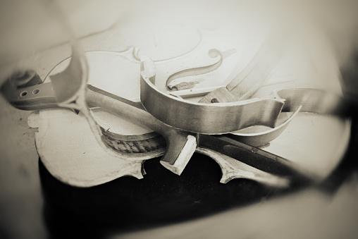 Viola - Musical Instrument「repairing a broken old violin」:スマホ壁紙(14)
