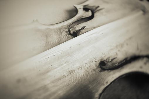 String Instrument「repairing a broken old violin」:スマホ壁紙(6)