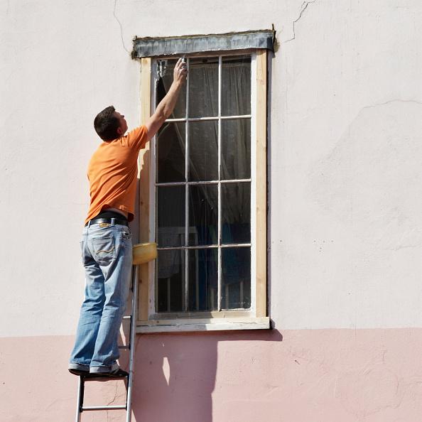 Reaching「Repairing a window frame」:写真・画像(4)[壁紙.com]