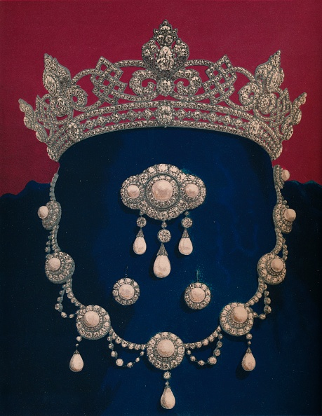 Alexandra Queen「Parure Of Diamonds And Pearls - The Gift Of HRH The Prince Of Wales 1863」:写真・画像(2)[壁紙.com]