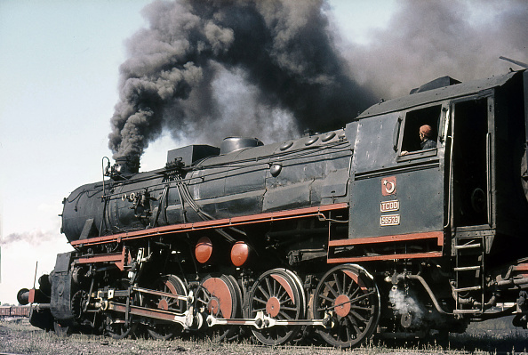 Steam「Turkish Railway's ex Prussian G8 Class 0-8-0 No.44071 peeps out of the little longhouse at Burdur whilst being prepared for duty on Friday 26th June 1987.」:写真・画像(10)[壁紙.com]