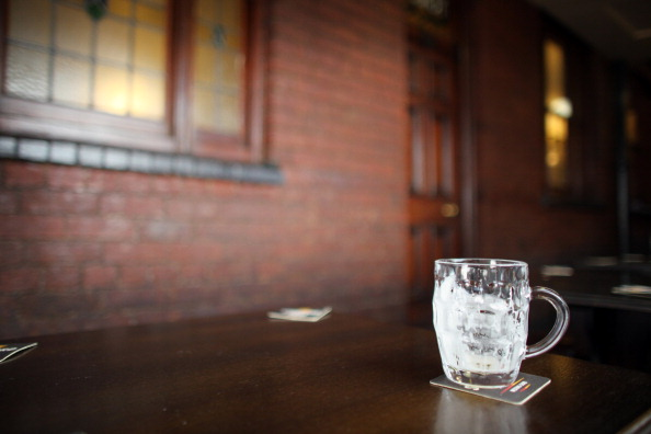 Pub Food「Regulars Enjoy A Traditional Black Country Pub」:写真・画像(18)[壁紙.com]