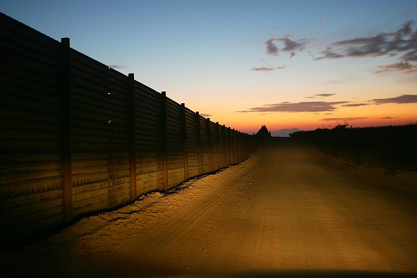 Wilderness Area「US-Mexico Border Fence Impacts Borderlands Environment」:写真・画像(4)[壁紙.com]