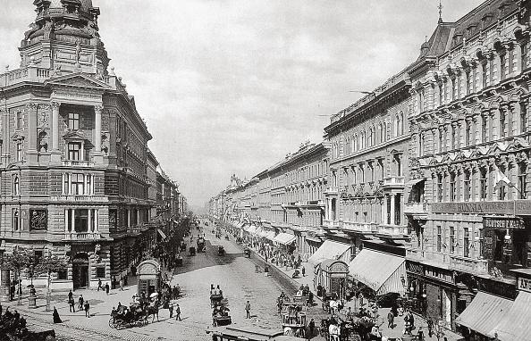City Life「Andrassy ut in Budapest」:写真・画像(8)[壁紙.com]