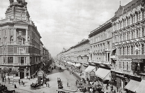 City Life「Andrassy ut in Budapest」:写真・画像(14)[壁紙.com]