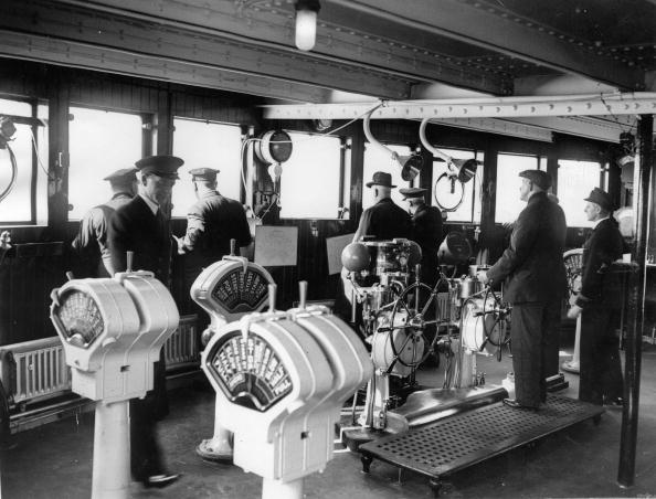 Passenger Craft「Bridge of the Queen Mary, during her maiden voyage, Scotland, Photograph, March the 25th, 1936」:写真・画像(10)[壁紙.com]