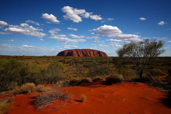 オーストラリア「Scenes From Uluru Still Captivating Tourists」:写真・画像(18)[壁紙.com]