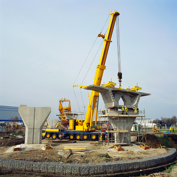 Mobile Crane「General view of lifting box girder section on A13 viaduct  London」:写真・画像(0)[壁紙.com]