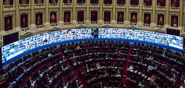 Trough「Argentine Congress Sessions Remotely Due To Coronavirus」:写真・画像(4)[壁紙.com]