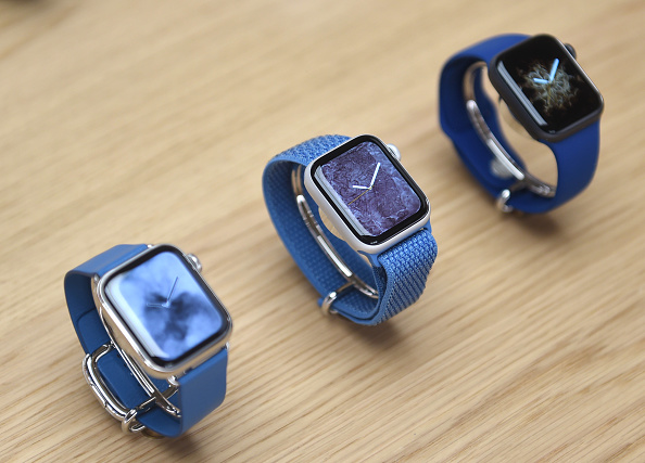 Apple Watch「Apple Covent Garden Re-opening And iPhone XR Launch」:写真・画像(6)[壁紙.com]