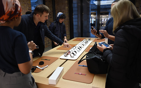 Apple Watch「Apple Covent Garden Re-opening And iPhone XR Launch」:写真・画像(13)[壁紙.com]