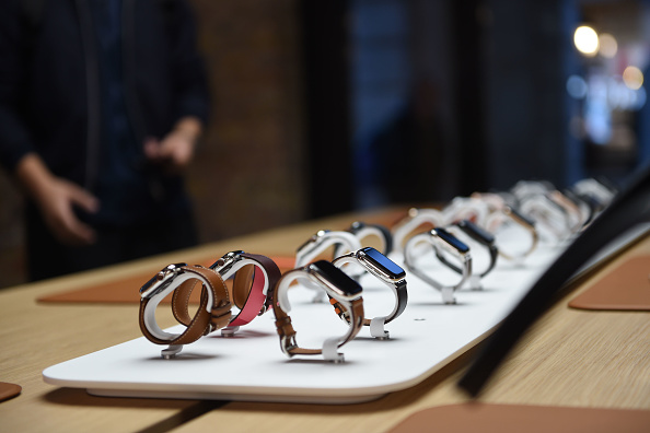 Apple Watch「Apple Covent Garden Re-opening And iPhone XR Launch」:写真・画像(3)[壁紙.com]
