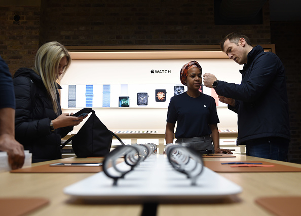 Apple Watch「Apple Covent Garden Re-opening And iPhone XR Launch」:写真・画像(19)[壁紙.com]