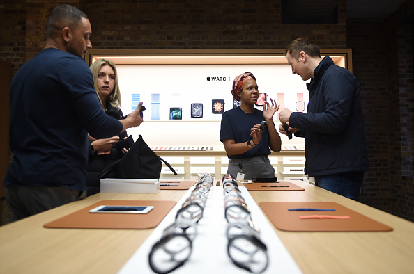 Apple Watch「Apple Covent Garden Re-opening And iPhone XR Launch」:写真・画像(0)[壁紙.com]