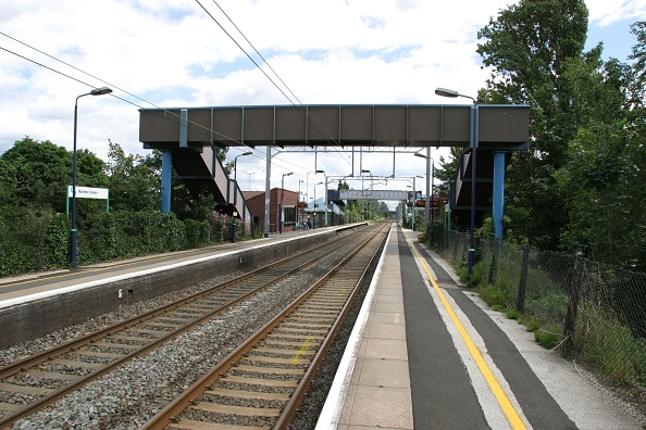 Railroad Track「General view of the platforms at Marston Green station」:写真・画像(10)[壁紙.com]