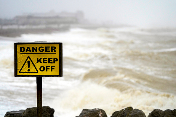 Weather「Storm Brendan Brings High Winds And Rain To The UK」:写真・画像(2)[壁紙.com]