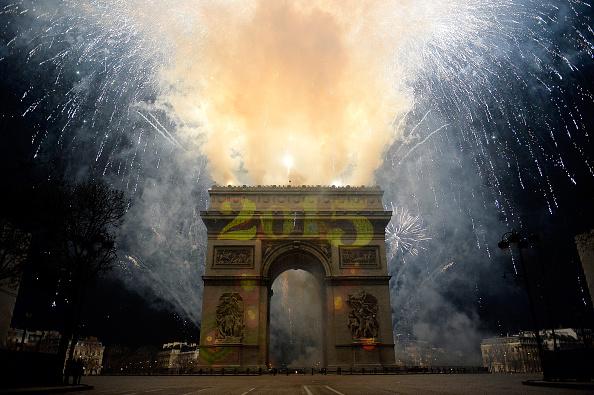 New Year「New Year Celebration In Paris, France On December 31st」:写真・画像(12)[壁紙.com]