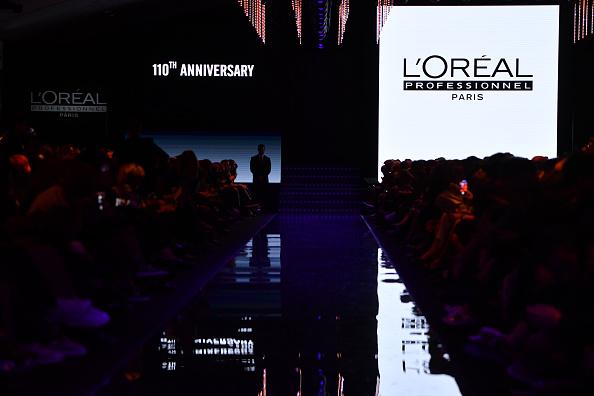 ランウェイ「'La French-Art Of Coloring' - 110th Anniversary of L'Oreal Professional : Runway At Carrousel Du Louvre In Paris」:写真・画像(0)[壁紙.com]