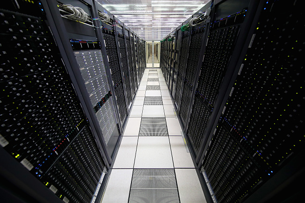 Data Center「Behind The Scenes At CERN The World's Largest Particle Physics Laboratory」:写真・画像(3)[壁紙.com]