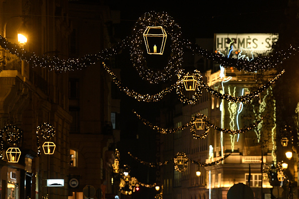 France「Christmas Lights And Decorations Are Displayed In Paris」:写真・画像(6)[壁紙.com]