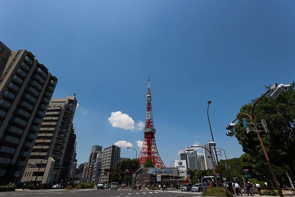 Tokyo Tower「Blue Impulse Aerobatics Team Pays Tribute To Covid-19 Frontline Workers In Tokyo」:写真・画像(15)[壁紙.com]