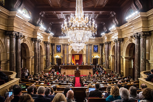 Catalonia「Catalan Parliament Votes To Start The Independence Process」:写真・画像(4)[壁紙.com]
