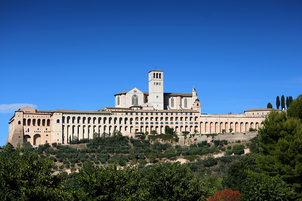 Basilica「Preparation In Assisi Before Pope Francis' Visit」:写真・画像(6)[壁紙.com]