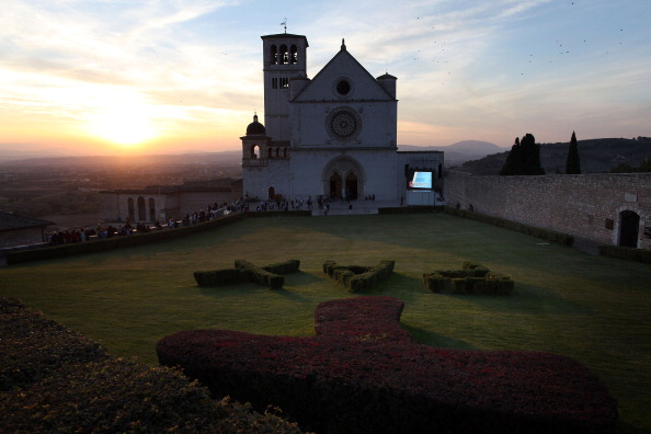 Basilica「Preparation In Assisi Before Pope Francis' Visit」:写真・画像(5)[壁紙.com]