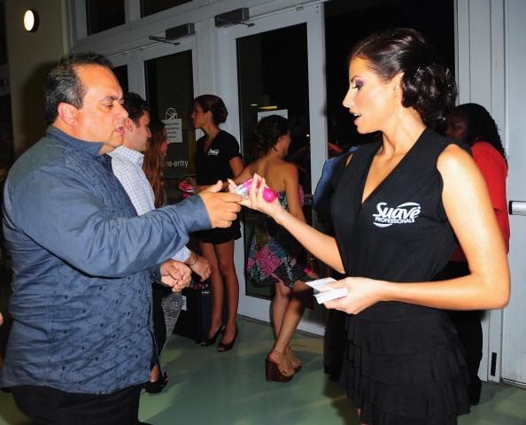 Suave「Suave Professionals se Une a Blanca Soto para los Premios Juventud」:写真・画像(15)[壁紙.com]