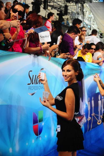 Suave「Suave Professionals se Une a Blanca Soto para los Premios Juventud」:写真・画像(3)[壁紙.com]