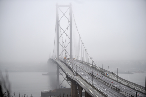 Finance and Economy「Cracks Force The Forth Bridge To Remain Shut Until The New Year」:写真・画像(9)[壁紙.com]