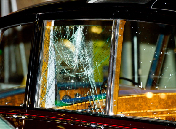 Paint「Prince Charles and Camilla's Car Attacked in London」:写真・画像(10)[壁紙.com]