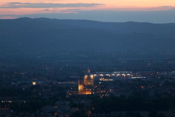 バシリカ「Preparation In Assisi Before Pope Francis' Visit」:写真・画像(15)[壁紙.com]