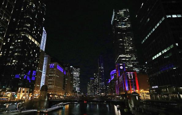 Chicago - Illinois「Across U.S., Stadiums, Landmarks Illuminated In Blue To Honor Essential Workers」:写真・画像(9)[壁紙.com]
