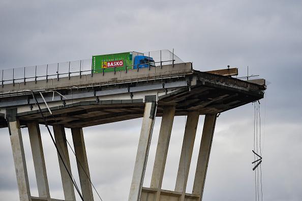Bridge - Built Structure「Morandi Highway Bridge Collapse in Genoa, Italy」:写真・画像(13)[壁紙.com]